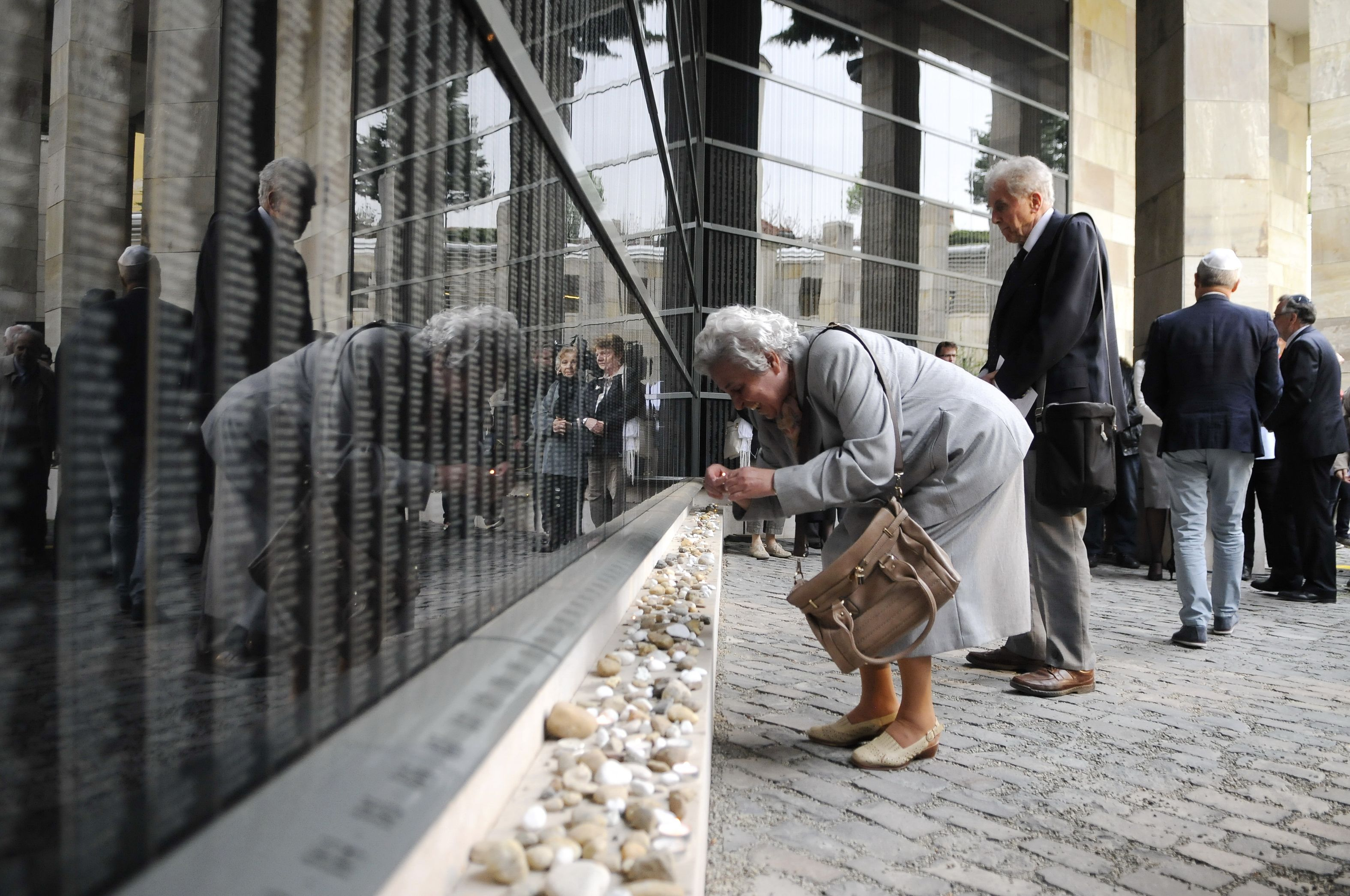 Participants in the Memorial Day of the Hungarian Victims of the Holocaust lighting memorial candles in Budapest