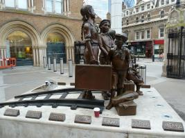 Frank Meisler statue of children arriving on the Kindertransports, displayed at Liverpool Street Station in London